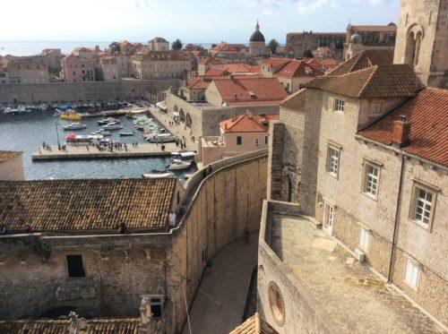旧港と城壁