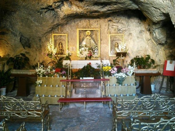 ミハス 石の礼拝堂