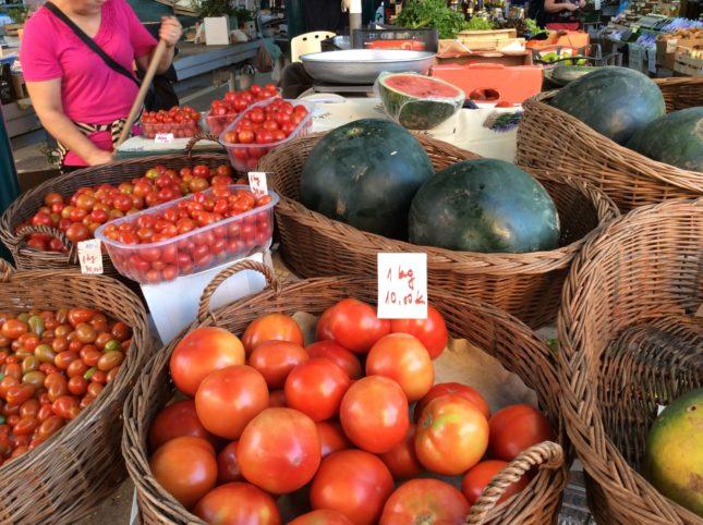 市場のトマト