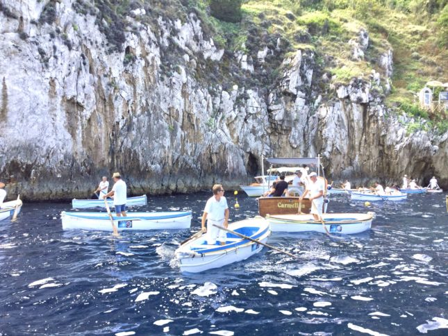 青の洞窟イケメンボート