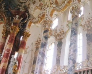 ヴィ―ス教会の柱